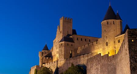 Les remparts de la citadelle de Carcassonne vue de nuit