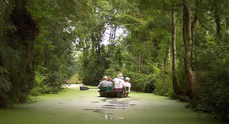 Les pieds dans l'eau dans un camping des Deux-Sèvres