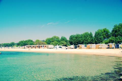 Le camping au bord de la plage