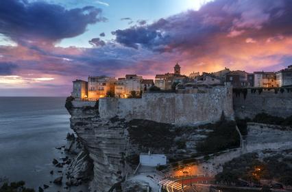 Crépuscule sur la haute ville de Bonifacio