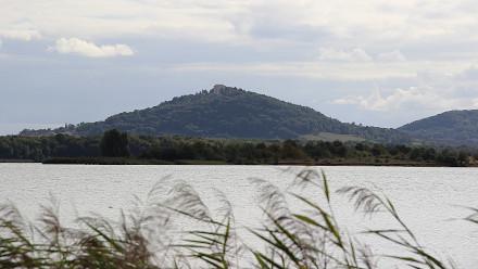 Lac de Madine vue sur la butte de Montsec
